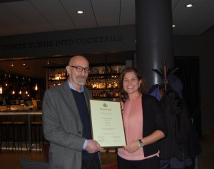 Cecilia med Carinas diplom